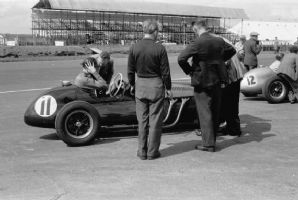 Mike Hawthorn Cooper Bristol Silverstone pits 1952